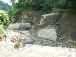 新潟県鎌倉沢3号堰堤損壊(H23年7月福島・潟豪雨災害)